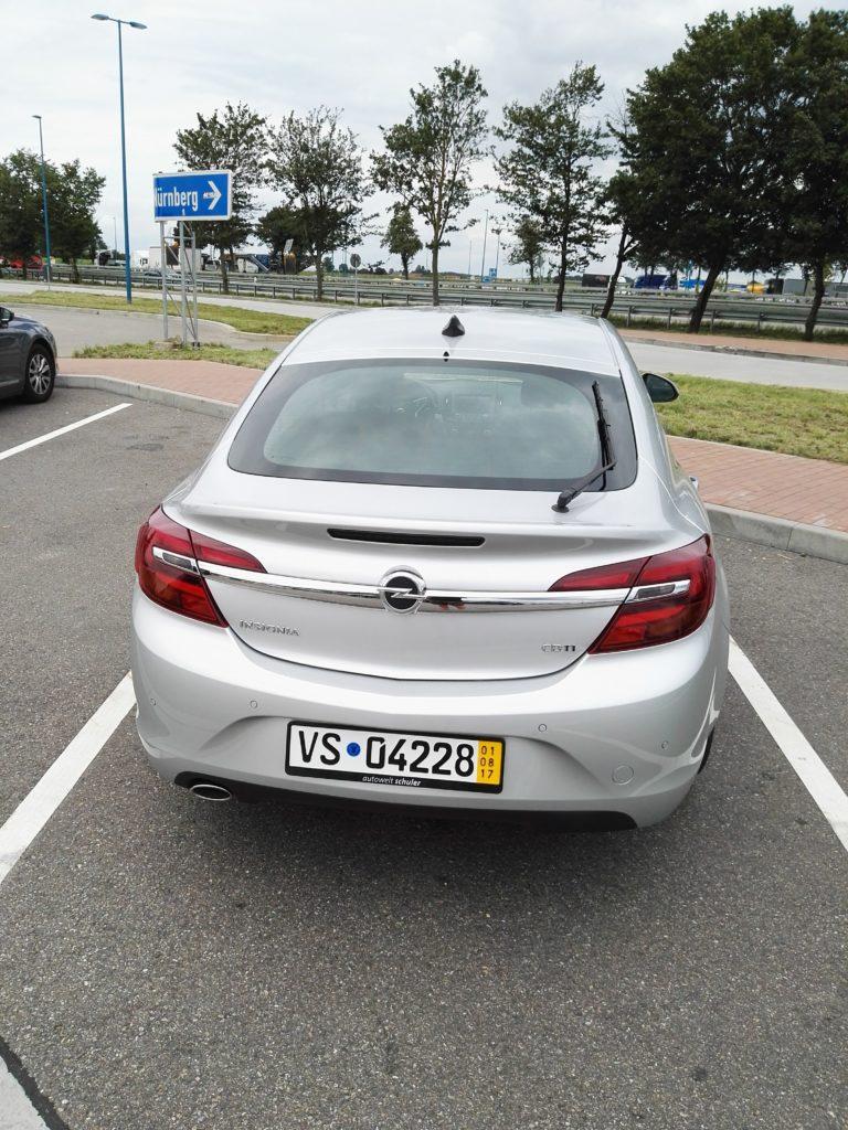 samochód opel insignia